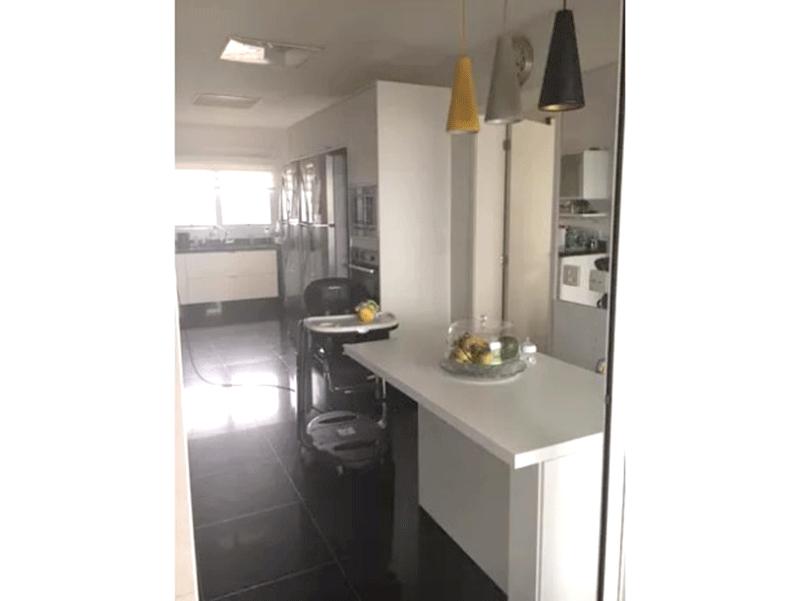Ipiranga, Cobertura Duplex-Cozinha com piso de porcelanato, pia de granito, armários planejados e teto rebaixado com iluminação embutida.