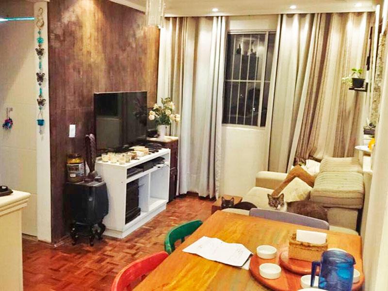 Sacomã, Apartamento Padrão - Sala com piso de taquinho, teto com sanca de gesso e iluminação embutida.