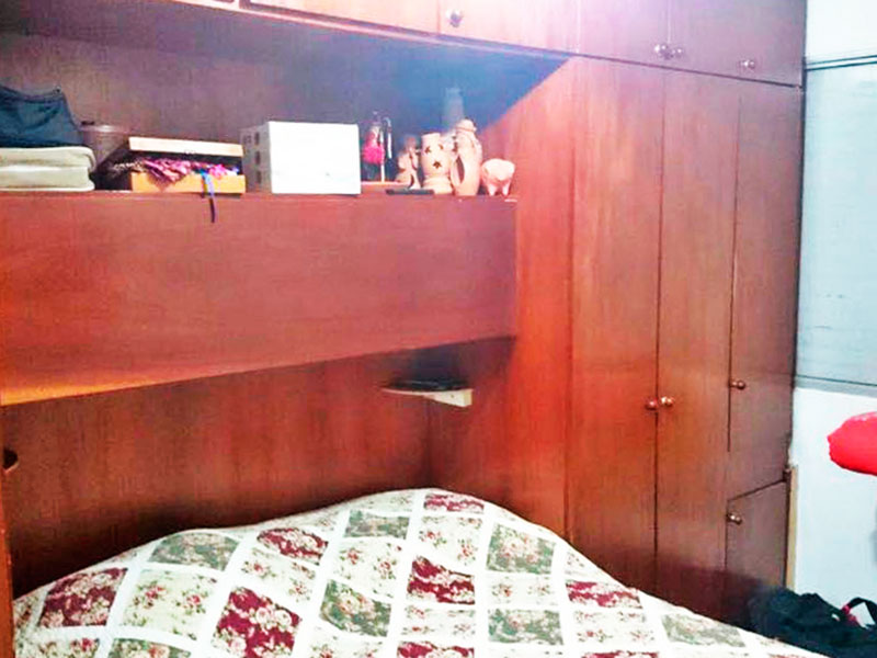 Sacomã, Apartamento Padrão-1º dormitório com piso de taquinho e armários planejados.
