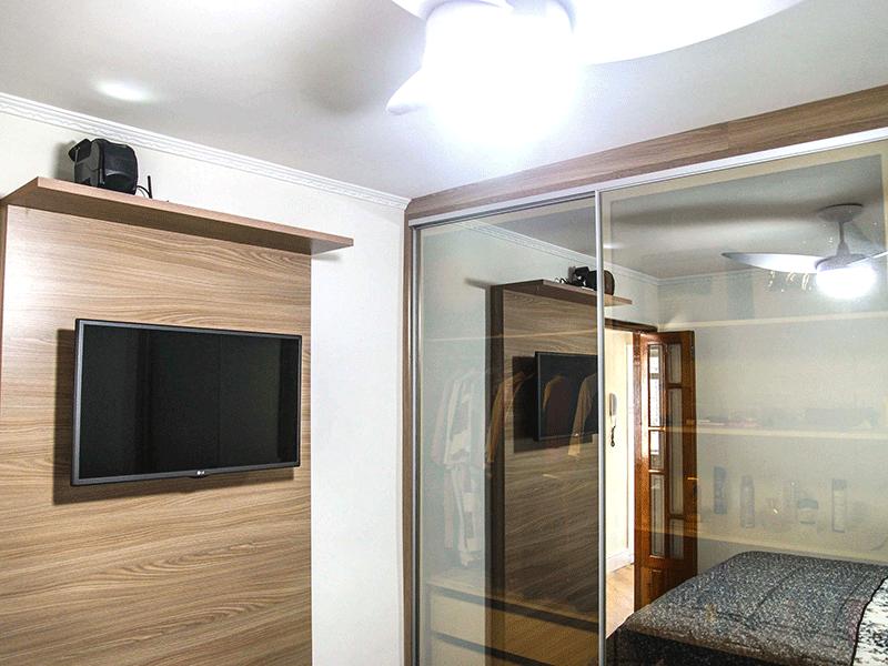 Sacomã, Apartamento Padrão-1ºdormitório com piso laminado e armários planejados.