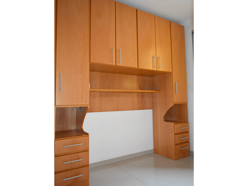 Sacomã, Apartamento Padrão-1ºdormitório com piso de porcelanato e armários planejados.