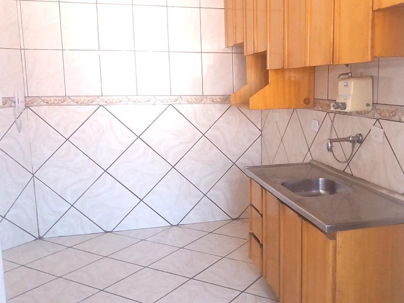 Jabaquara, Apartamento Padrão-Cozinha integrada com área de serviço, piso de cerâmica, pia de inox e armários planejados.