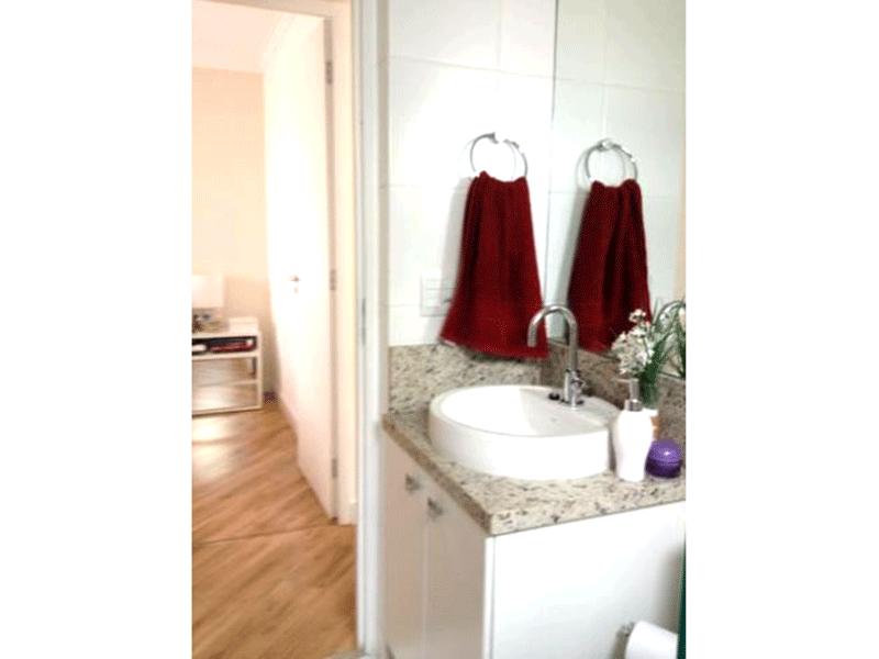 Sacomã, Apartamento Padrão-Banheiro social com piso de cerâmica, pia com cuba sobre posta, teto com moldura de gesso, iluminação embutida, gabinete e box de vidro.