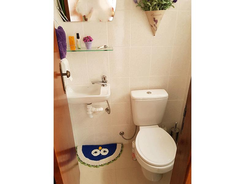 Ipiranga, Apartamento Padrão-Banheiro de serviço com piso de porcelanato e pia de porcelana.