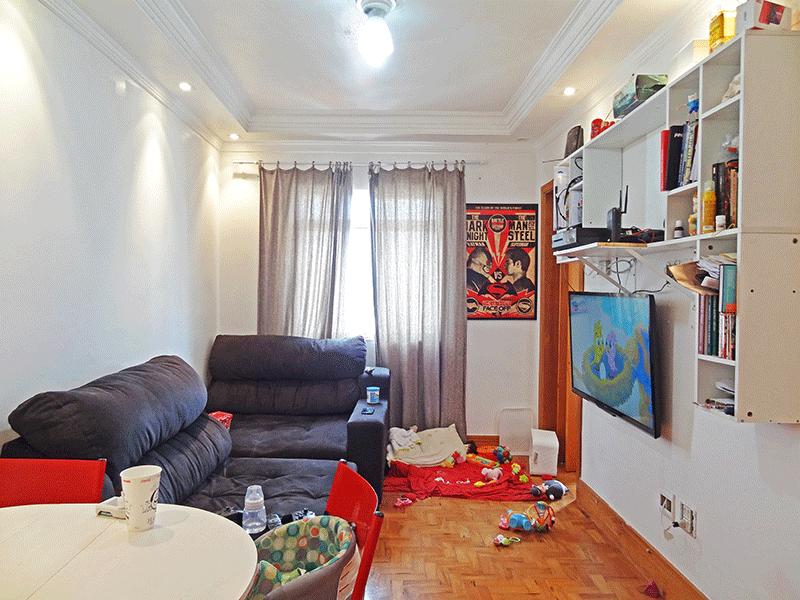Ipiranga, Apartamento Padrão-Sala com dois ambientes, piso de madeira, teto sanca com moldura de gesso e iluminação embutida.