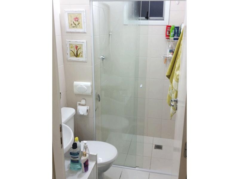 Jabaquara, Apartamento Padrão-Banheiro social com piso de cerâmica, pia com gabinete, box de vidro e teto rebaixado.