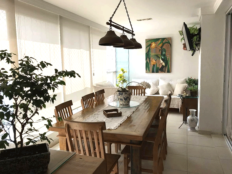 Ipiranga, Apartamento Padrão-Varanda gourmet com piso de cerâmica, pia de granito, gabinete, churrasqueira e armários planejados.