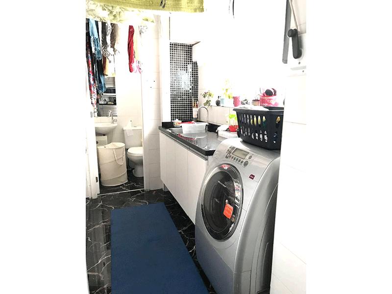 Ipiranga, Apartamento Padrão-Área de serviço com piso de porcelanato, pia de granito e aquecedor de passagem.