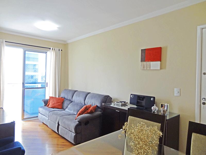 Sacomã, Apartamento Padrão-Sala com dois ambientes, piso laminado e teto com moldura de gesso.