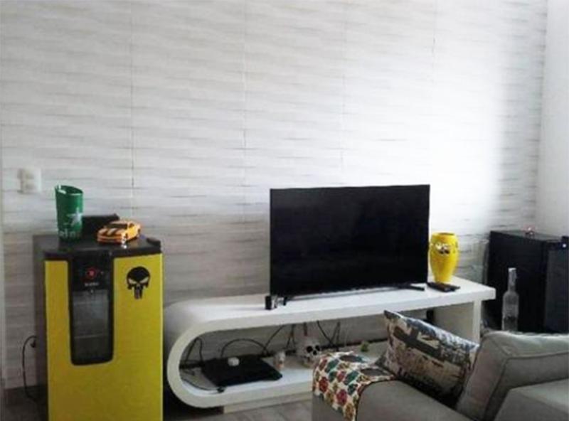 Ipiranga, Apartamento Padrão-Sala ampliada com piso laminado e teto com iluminação embutida (2º Dormitório transformado em sala ampliada).
