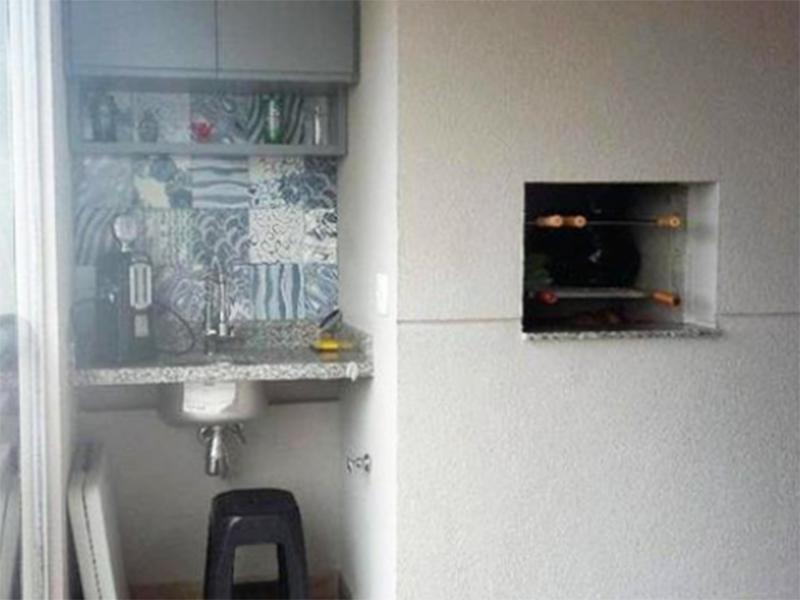 Ipiranga, Apartamento Padrão-Varanda envidraçada com teto rebaixado, iluminação embutida, pia de granito e churrasqueira.