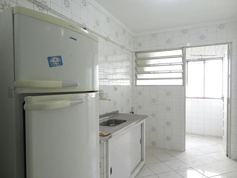 Ipiranga, Apartamento Padrão-Cozinha com piso de cerâmica e pia de alumínio.