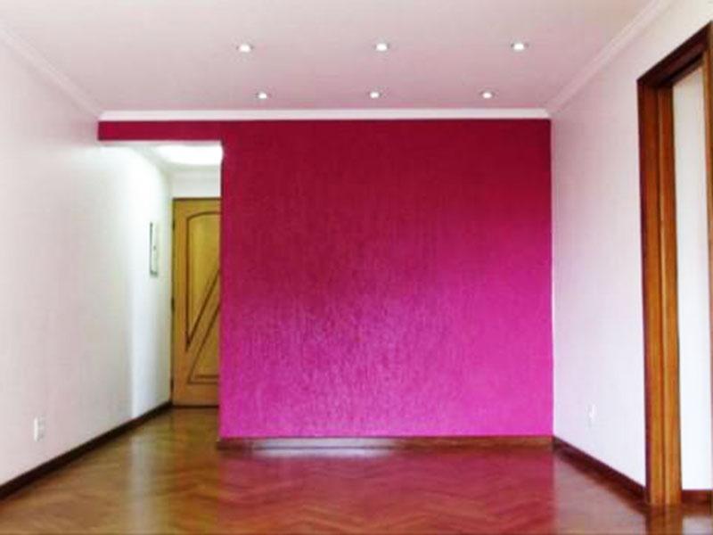 Sacomã, Apartamento Padrão - Sala com piso de madeira, teto com sanca de gesso, rebaixado com iluminação embutida e acesso a varanda.