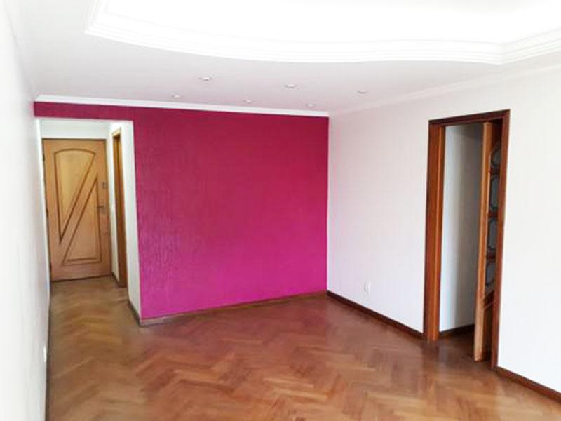 Sacomã, Apartamento Padrão-Sala com piso de madeira, teto com sanca de gesso, rebaixado com iluminação embutida e acesso a varanda.