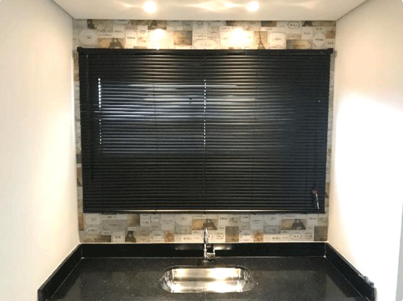 Jabaquara, Apartamento Padrão-Cozinha com piso de porcelanato, teto rebaixado, iluminação embutida e pia de granito.