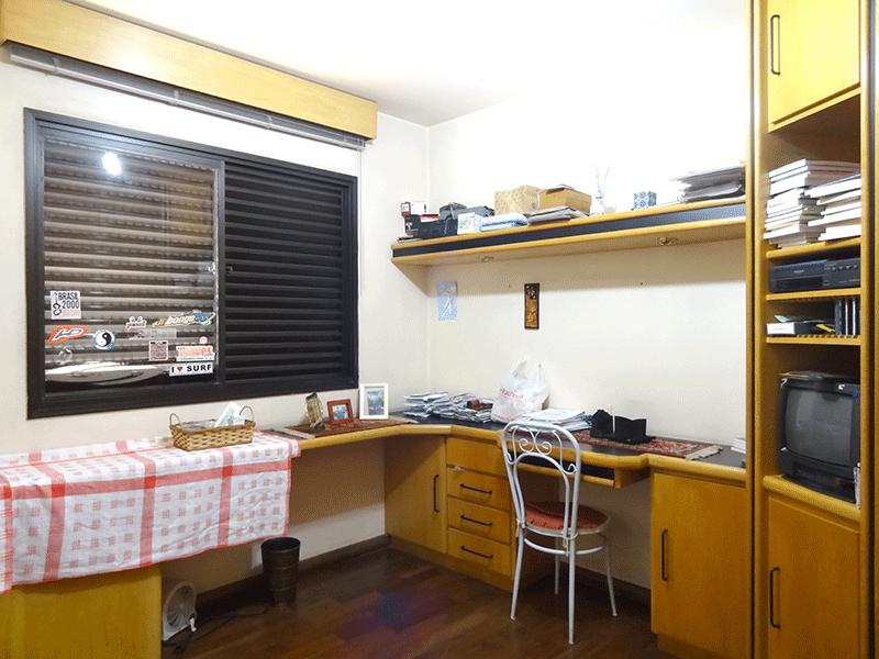 Ipiranga, Apartamento Padrão-3º dormitório com piso de madeira e armários planejados.