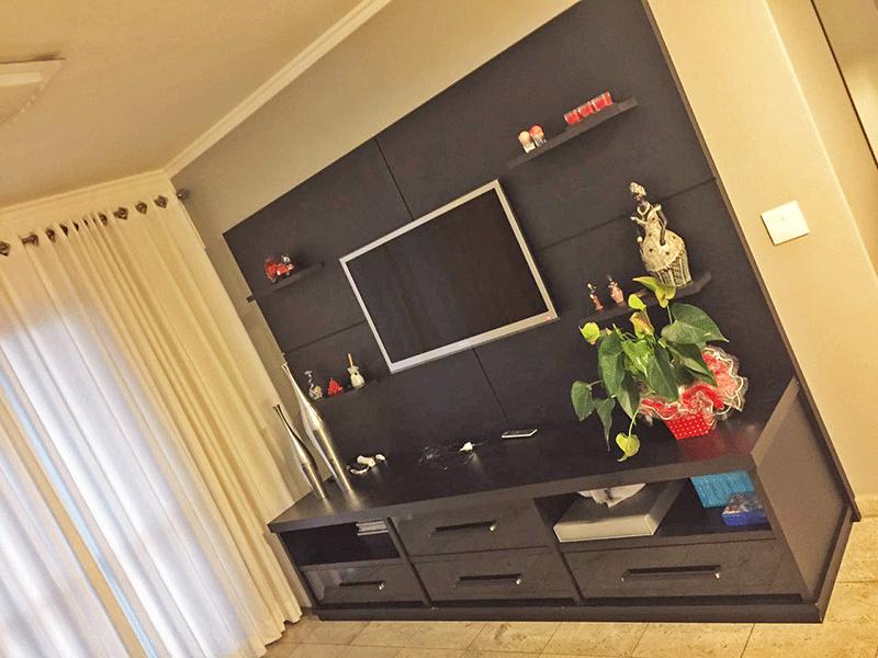 Sacomã, Apartamento Padrão-Sala com dois ambientes, piso de mármore e teto com moldura de gesso.