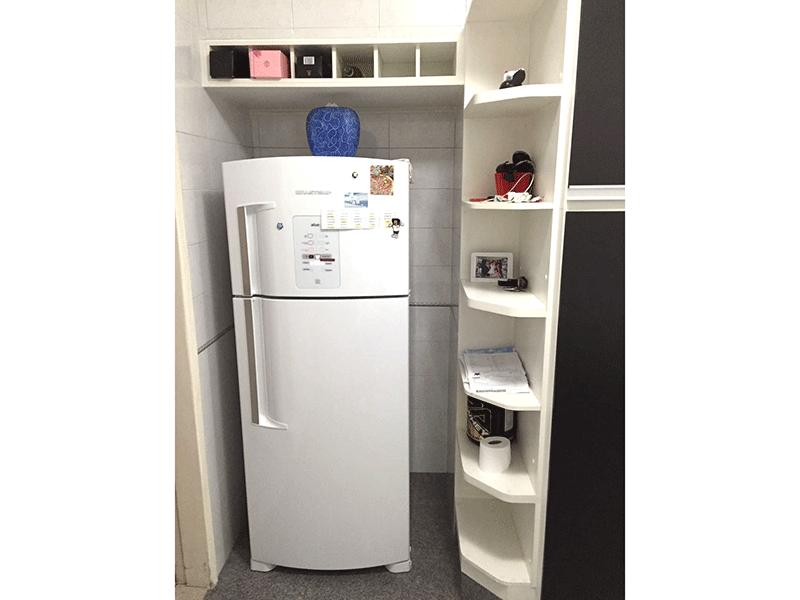 Sacomã, Apartamento Padrão-Cozinha com piso de granito, teto com moldura de gesso e armários planejados.