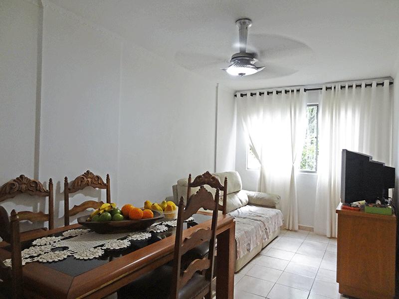 Sacomã, Apartamento Padrão - Sala com dois ambientes, piso de cerâmica e teto com moldura de gesso.