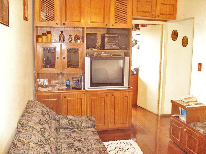 Jabaquara, Apartamento Padrão - Sala com dois ambientes, piso de madeira e armários planejados.