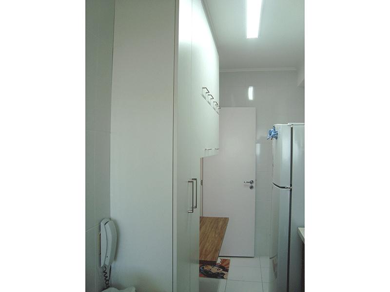 Sacomã, Apartamento Padrão-Cozinha com piso de cerâmica, teto com moldura de gesso, pia nanogloss, gabinete e armários planejados.