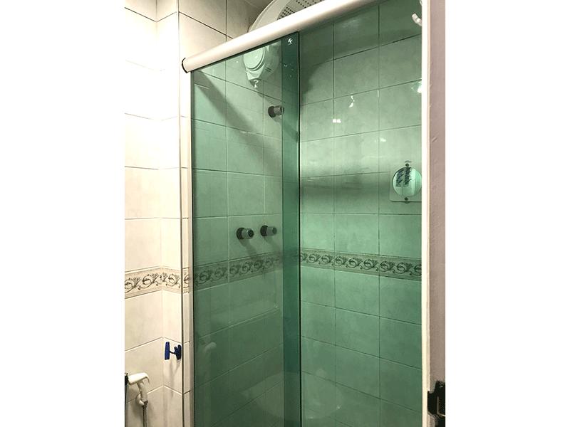 Ipiranga, Apartamento Padrão-Banheiro com box de vidro.