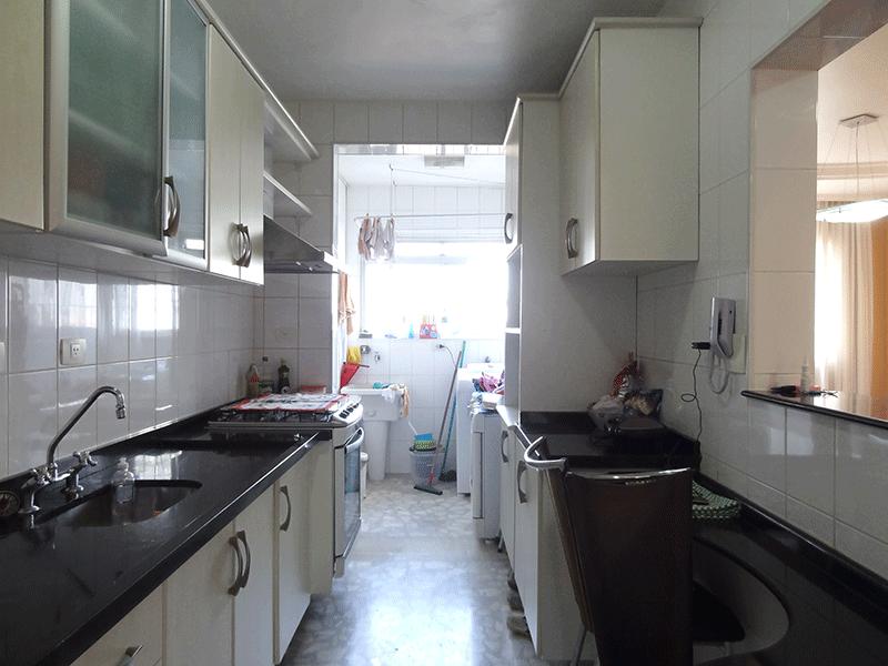 Jabaquara, Apartamento Padrão-Cozinha com piso e pia de granito, gabinete e armários planejados.
