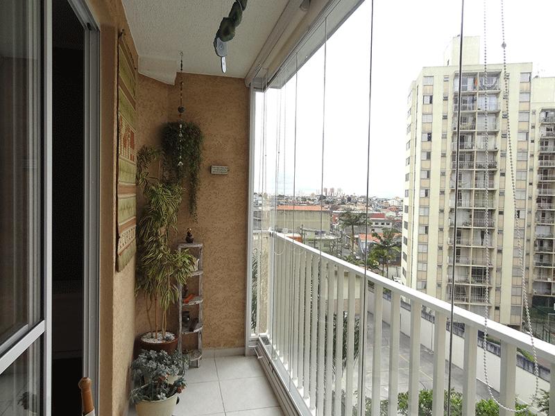 Sacomã, Apartamento Padrão-Varanda com piso de cerâmica, bancada de granito, gabinete e cortina de vidro.