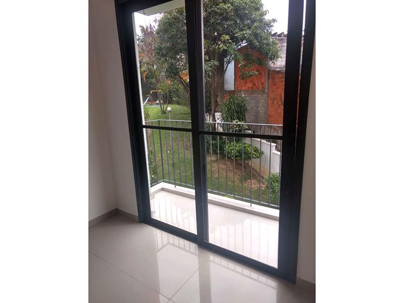 Sacomã, Apartamento Padrão-Varanda com piso de porcelanato.