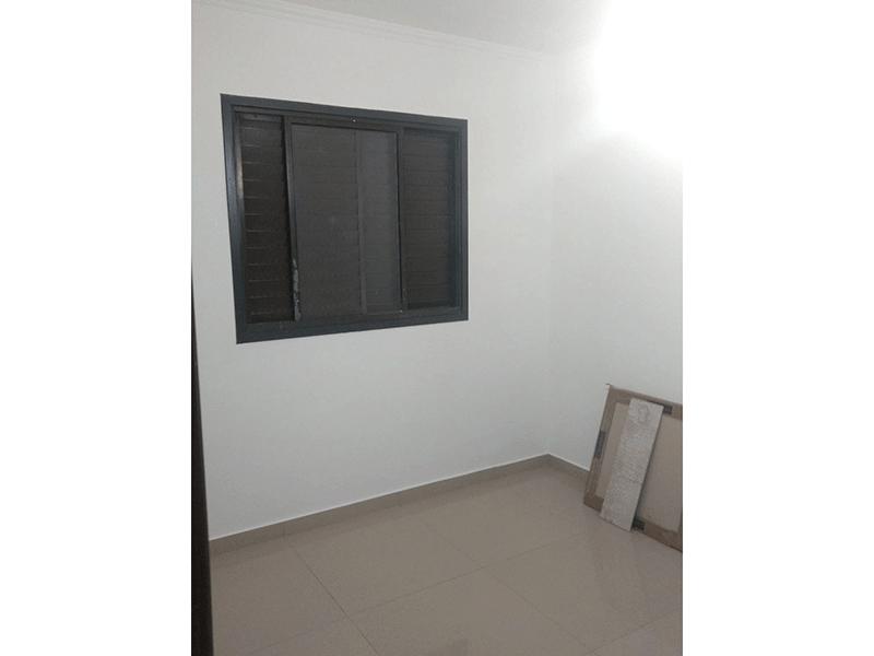 Sacomã, Apartamento Padrão-Dormitório com piso de porcelanato e teto com moldura de gesso.