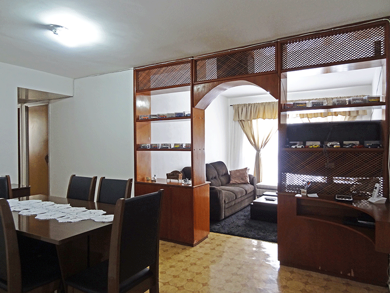 Jabaquara, Apartamento Padrão - Sala com dois ambientes, piso de cerâmica e armários planejados.