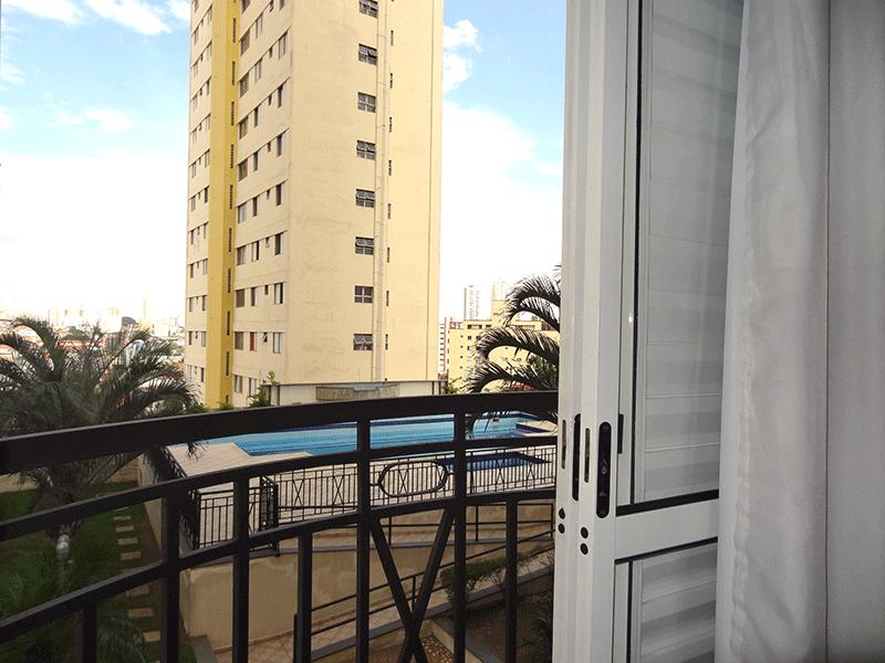 Ipiranga, Apartamento Padrão-Sacada da suíte com piso de cerâmica.