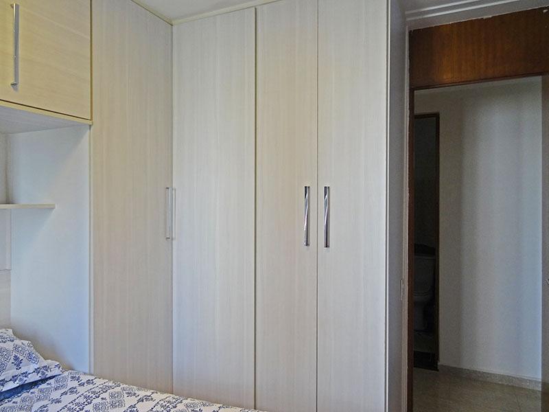 Sacomã, Apartamento Padrão-2º dormitório com piso de porcelanato, teto rebaixado, iluminação embutida e armários planejados.