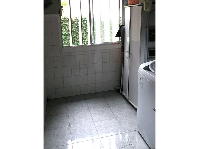 Sacomã, Apartamento Padrão-Área de serviço com piso de cerâmica e teto com moldura de gesso.