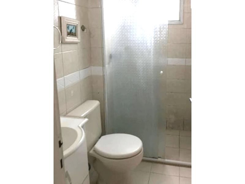 Ipiranga, Apartamento Padrão-Banheiro com piso de cerâmica e box de vidro.