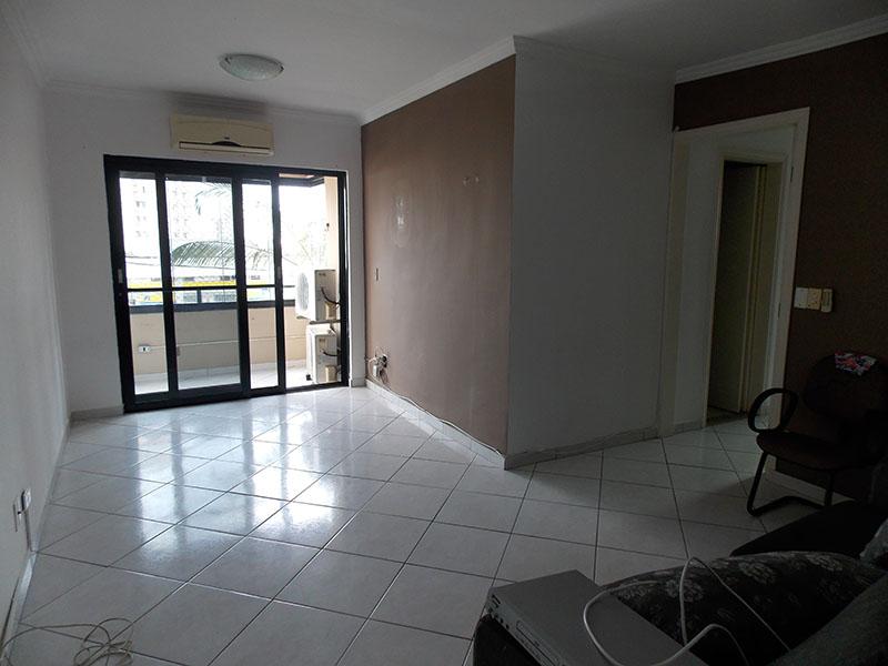 Sacomã, Apartamento Padrão-Sala retangular com piso de cerâmica e teto com moldura de gesso.