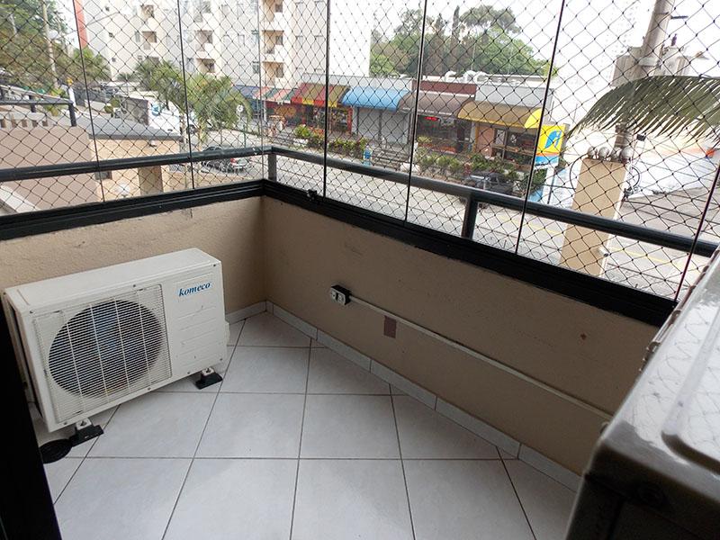 Sacomã, Apartamento Padrão-Varanda com piso de cerâmica, cortina de vidro e tela de proteção.