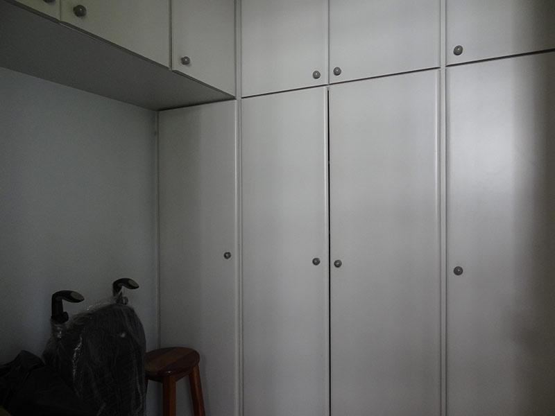 Ipiranga, Apartamento Padrão-Dep. de empregada com piso de cerâmica e armários planejados.