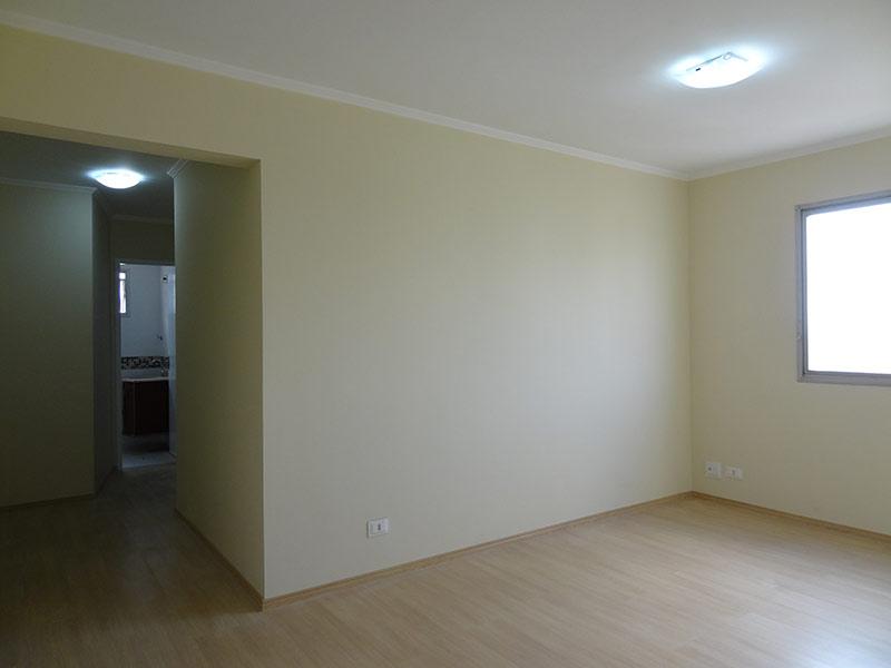 Jabaquara, Apartamento Padrão - Sala com dois ambientes, piso laminado e teto com moldura de gesso.