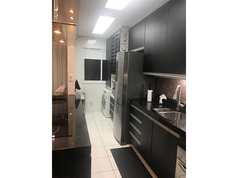 Sacomã, Apartamento Padrão-Cozinha com piso de cerâmica, teto rebaixado, pia de granito, gabinete e armários planejados.