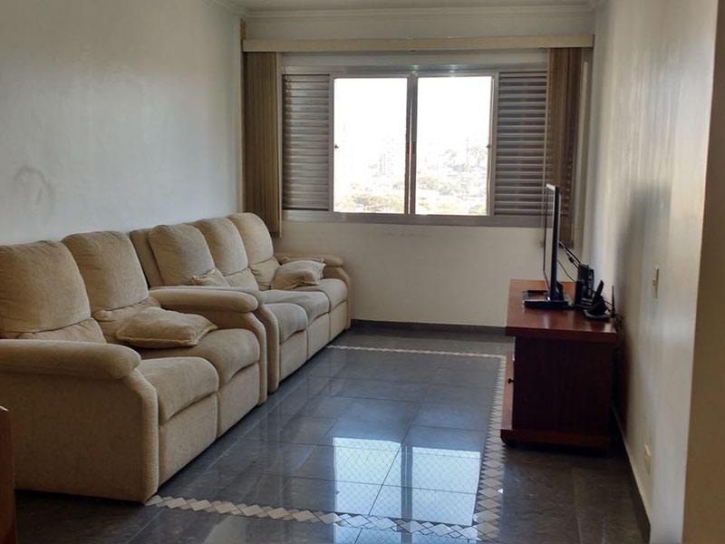 Ipiranga, Apartamento Padrão-Sala com dois ambientes, piso de porcelanato e teto com moldura de gesso.