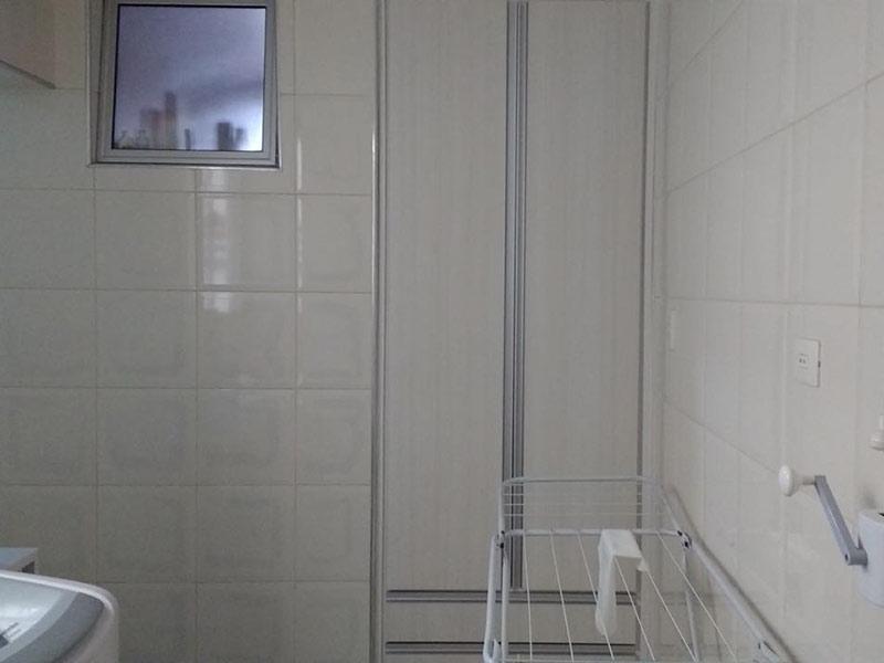 Ipiranga, Apartamento Padrão-Área de serviço com piso de cerâmica e armários planejados.