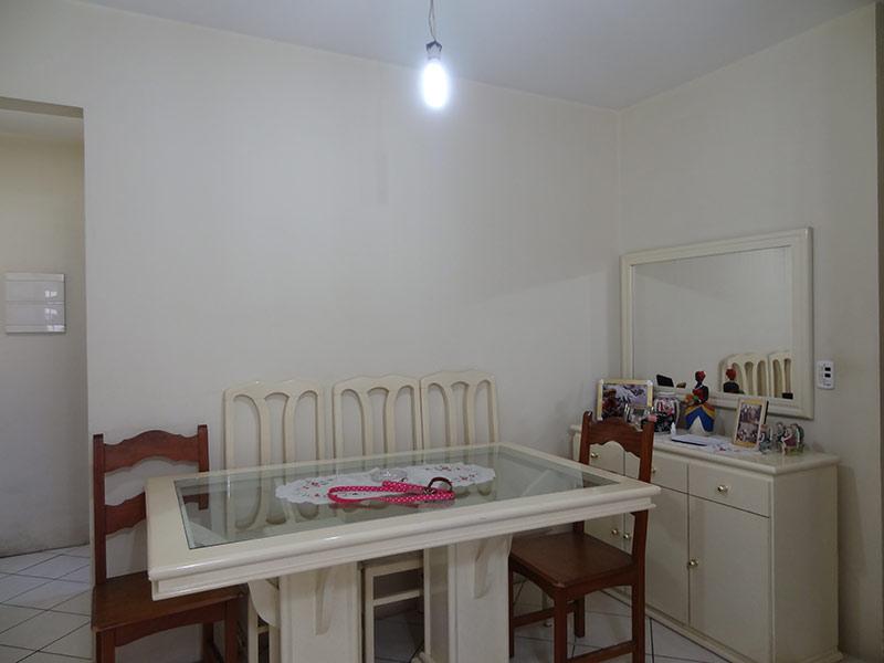 Ipiranga, Apartamento Padrão-Sala com dois ambientes e piso de cerâmica.