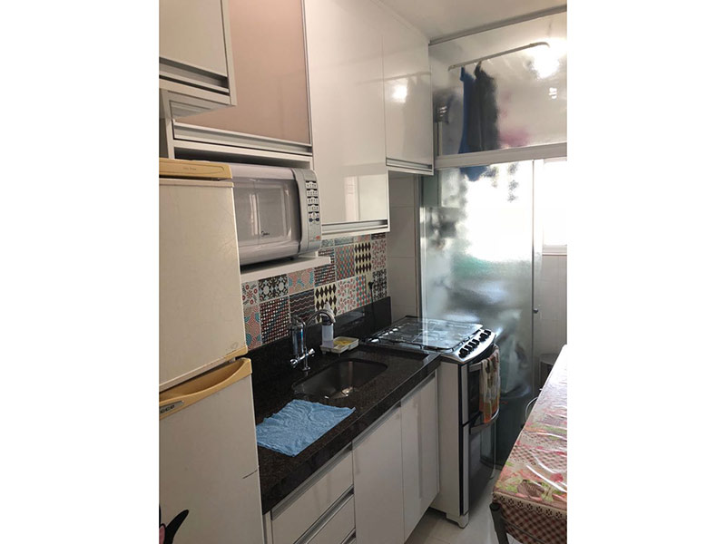 Ipiranga, Apartamento Padrão-Cozinha com piso de porcelanato, pia de granito, gabinete e armários planejados.