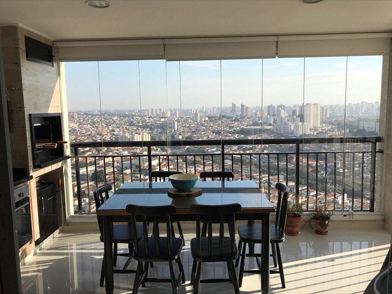 Sacomã, Apartamento Padrão-Varanda gourmet com piso de porcelanato, cortina de vidro, pia de granito, gabinete e churrasqueira.