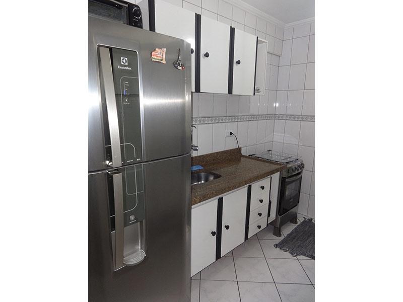 Sacomã, Apartamento Padrão-Cozinha com cerâmica, teto com moldura de gesso, pia de granito, gabinete e armários planejados.