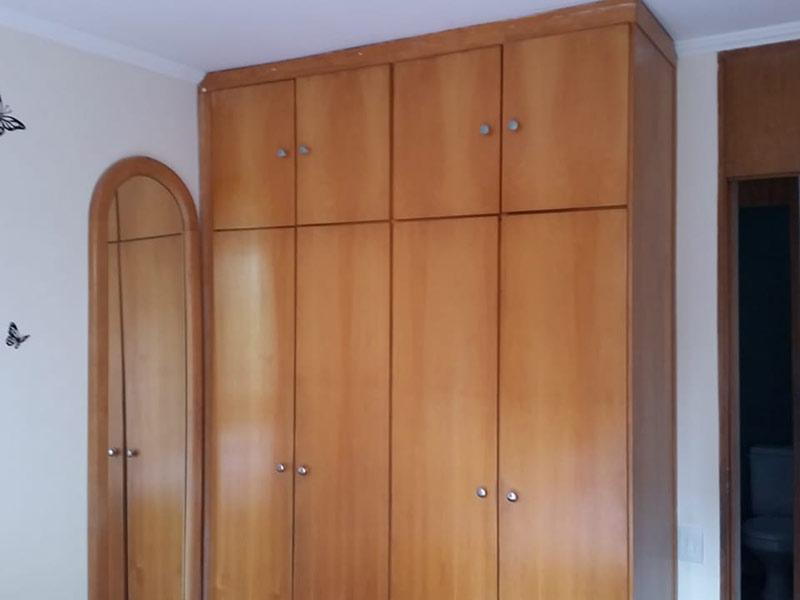 Sacomã, Apartamento Padrão-3º dormitório com piso de cerâmica, teto com moldura de gesso e armários planejados.