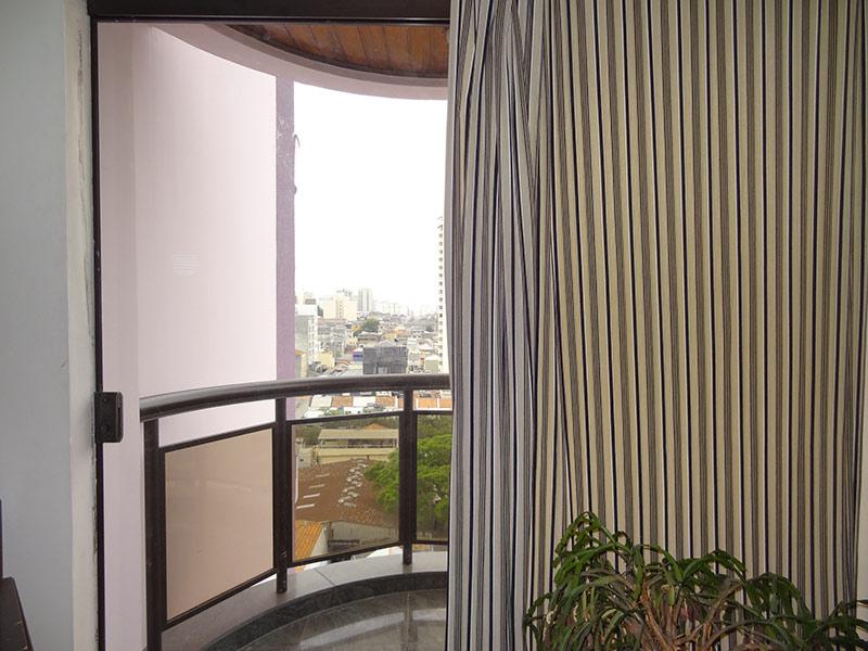 Ipiranga, Apartamento Padrão-Sacada com piso de granito e teto de madeira.