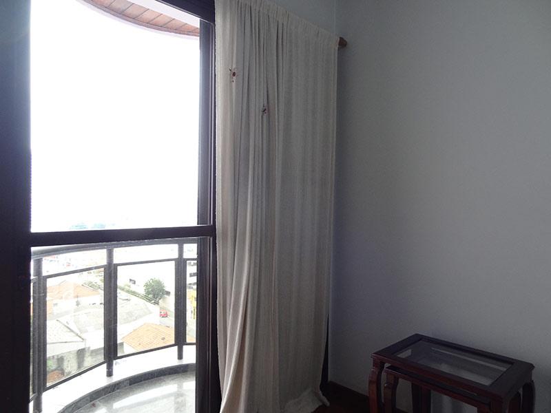 Ipiranga, Apartamento Padrão-Sacada do dormitório com piso de granito e teto de madeira.