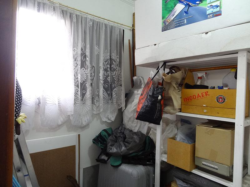 Ipiranga, Apartamento Padrão-Dep. de empregada com piso de porcelanato, teto com moldura de gesso e armários planejados.